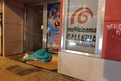 La situazione davanti al cinema