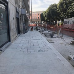 quasi terminati i lavori per la riqualificazione del marciapiede di piazza Massari