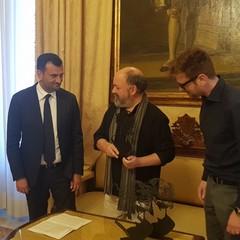 BGeek sindaco consegna premio Barone di Munchausen a Dave McKean