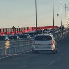 traffico paralizzato dalla manifestazione dei pescatori