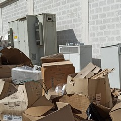 Elettrodomestici abbandonati nella zona industriale di Bari, scattano sequestro e denuncia