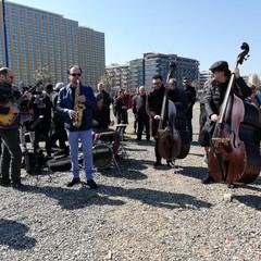 Il flash mob musicale per la nave Galesus