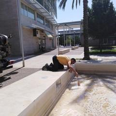 schiuma nella fontana di piazza europa