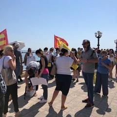la protesta degli educatori a bari