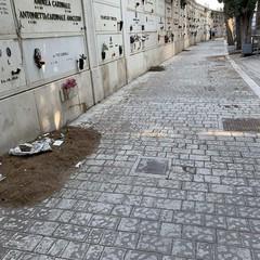 degrado cimitero di bari