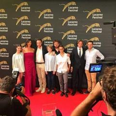 De Feo insieme al cast del film a Locarno