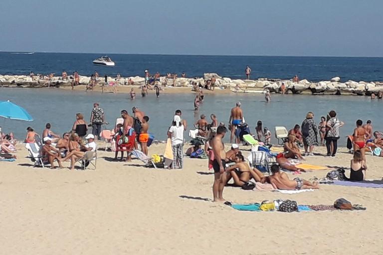 domenica di mare sulle spiagge cittadine