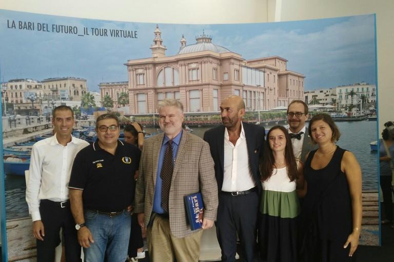 visita delegazione consolato USA nel padiglione comunale in Fiera