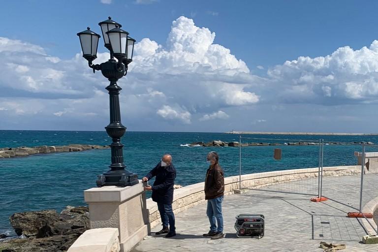 montato il primo candelabro sul lungomare Starita a San Cataldo