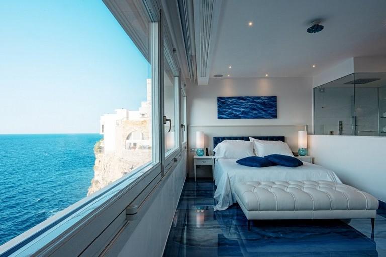 Una delle stanze dell'albergo. <span>Foto Hotel Ristorante Grotta Palazzese</span>