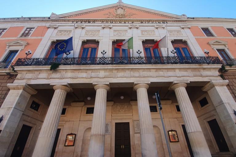 omicidio ambasciatore italiano in Congo a mezzasta le bandiere di Palazzo di Citt