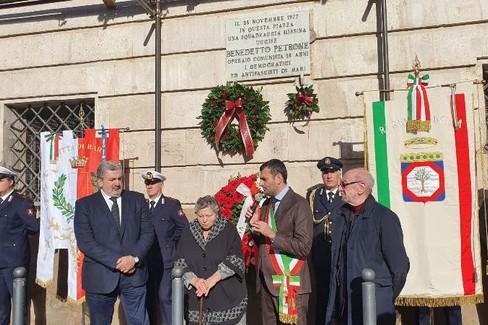 stamattina la cerimonia in ricordo del quarantaduesimo anniversario dellomicidio di Benedetto Petrone