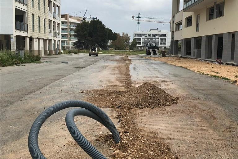 """Bari, i cittadini del quartiere Sant'Anna chiedono risposte: """"Strade non asfaltate e servizi assenti, ora basta"""""""