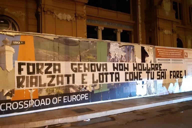 Striscione per Genova. <span>Foto Mai per moda - seguaci della nord</span>