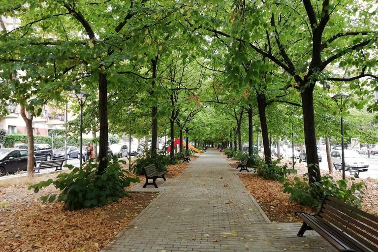 """Passerella """"verde"""", giostre e area cani: a Poggiofranco apre i battenti il giardino di viale Kennedy"""