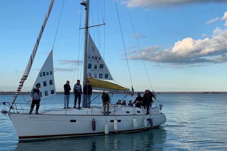 bari social boat