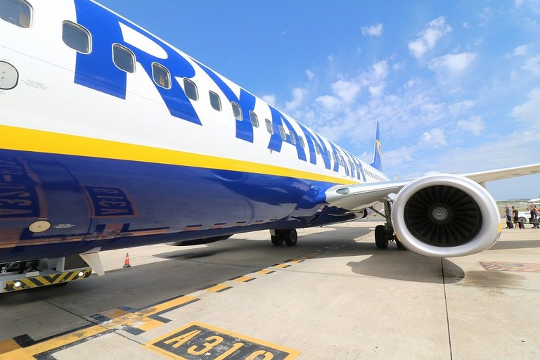 Atterraggio di emergenza per il volo Francoforte - Bari, 12 coratini a bordo