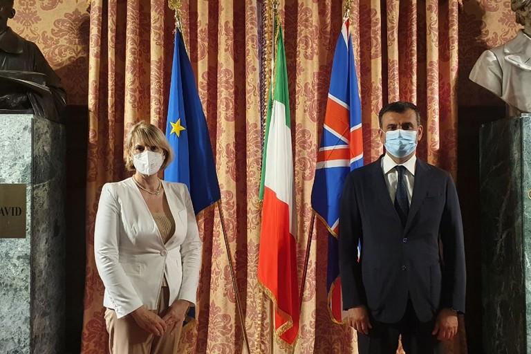 ambasciatore inglese e Decaro JPG