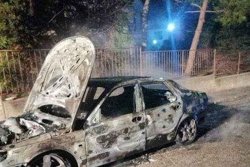 auto sindaco toritto incendiata