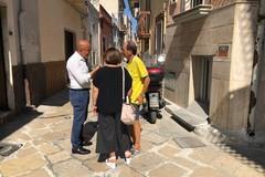 Carbonara, in corso la manutenzione delle basole nelle strade del centro storico