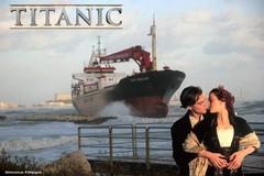 Imbarcazione bloccata a Pane e Pomodoro, l'ironia dei baresi corre via social