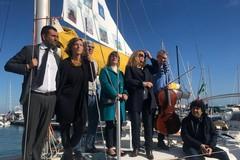 Bari social boat, al via l'equipaggio del libro della biblioteca sull'acqua