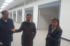 Bari, terminati i lavori nel nuovo mercato di via Amendola. Pronti 29 box e e 50 posti auto