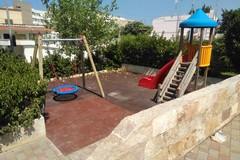 Anche nel giardino di Palese arriva un'altalena accessibile ai bambini con disabilità