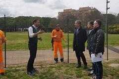 Parco 2 giugno, partiti i lavori per il nuovo campo da basket. Petruzzelli: «Pronto in tre settimane»