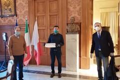Emergenza Coronavirus, donati buoni spesa da 5mila euro al Comune di Bari