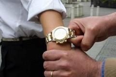 Ruba Rolex ad un automobilista, arrestato 31enne