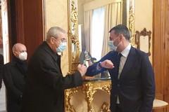 Bari, Decaro incontra Monsignor Satriano: «Insieme possiamo sconfiggere paure e fragilità»