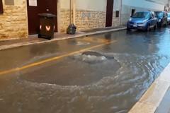 Forti piogge su Bari, città allagata. L'opposizione: «Problema irrisolto da 15 anni»