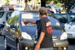 Parcheggiatori abusivi, a Bari cinque divieti di accesso in strade e piazze