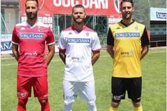 SSC Bari, ecco le nuove maglie. Fra il bianco e il rosso spunta il giallo