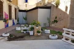 """Bari vecchia, il cortile della scuola """"San Nicola"""" riqualificato dai ragazzi del Centro famiglie"""