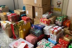 """""""Scatole gentili"""", a Bari i cittadini donano regali natalizi alle persone in difficoltà"""