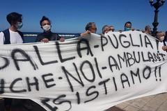 Gli ambulanti protestano sotto la sede della Regione Puglia: «Troppi mercati ancora chiusi»