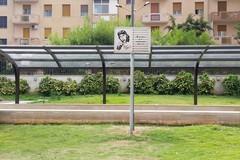 Inciviltà e sporcizia al giardino Mimmo Bucci. La mamma: «Togliete la targa»