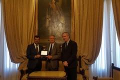 Una targa per onorare un grande uomo di Bari, il professor Emilio Balestrazzi