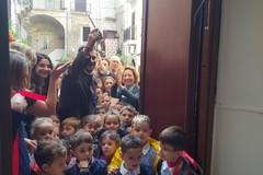 Bari vecchia, locali comunali in largo Annunziata diventano Punto Luce e Spazio Mamme di Save the Children