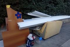Bari, ingombranti sul marciapiede delle Re David, slalom tra i rifiuti soprattutto il giovedì