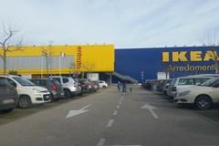 Sospetto pacco bomba all'Ikea Bari, solo un falso allarme