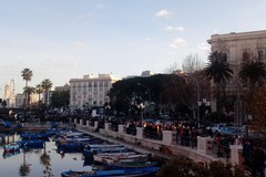 Bari, tradizionale passeggiata della vigilia: afflusso record in centro