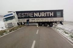 Maltempo in Puglia, neve nell'interno e mareggiate sulla costa