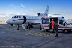 Donna data alle fiamme dall'ex trasferita in aereo a Bari