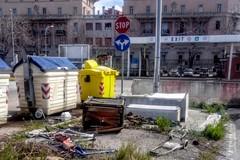 A Bari gli ingombranti si abbandonano anche nel Porto
