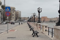 Tra strade deserte e cielo plumbeo, Bari continua la sua quarantena