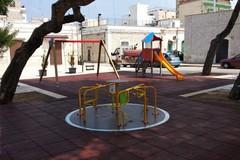 Giostre senza barriere in piazza San Francesco. Aperta l'area giochi a Santo Spirito
