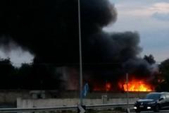 Incendio in campo rom abusivo a Bari, nessun ferito